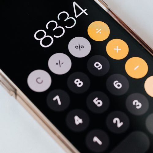 smartphone-with-calculator-app-showing-total-amount-4386293